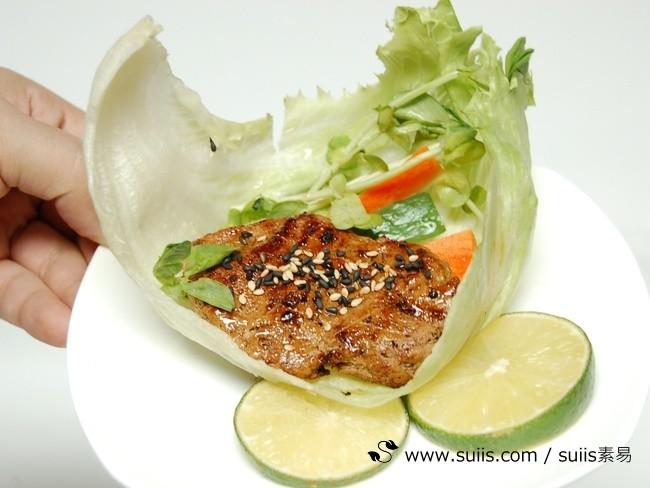 以素食材料搭配蔬果,也可以健康的烤「肉」喔!