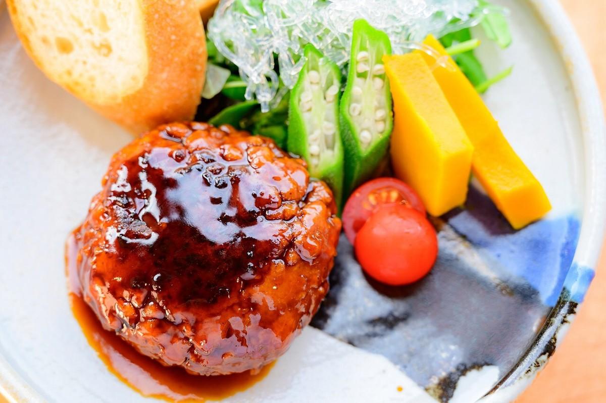 千房Diversity店推出無肉漢堡,搶攻素食者的味蕾。/圖‧千房大阪燒提供